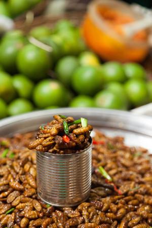 gusanos: Los gusanos fritos profundos