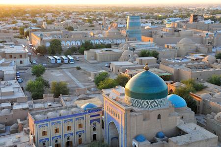 Khiva: monumenten op zonsondergang