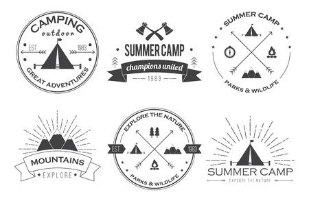 ricreazione: Set di epoca distintivi campo estivo e altri emblemi all'aperto ed etichette.