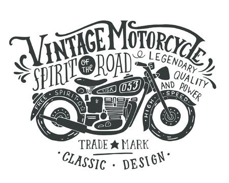 moto d'epoca. Mano illustrazione d'epoca grunge disegnato con scritte a mano e una moto retrò. Questa illustrazione può essere usata come una stampa su t-shirt e borse, stazionarie o come un poster.