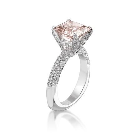 ring engagement: Rosa anillo de diamantes Foto de archivo