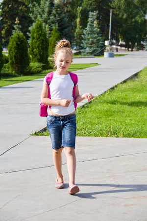 knapsack: Cute girl go to school with pink knapsack