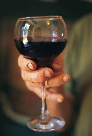 toskana: Red wine in the famers hand, Tuscany