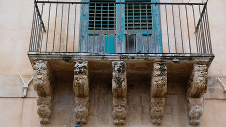 Incredible details in a balcony of Noto, a city in the province of Syracuse, Sicily. This style of arquitecture is known as sicilian baroque 스톡 콘텐츠