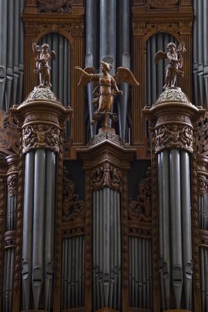 Detail van de grote orgel in Saint Gatien-kathedraal in Tours, Frankrijk. Stockfoto