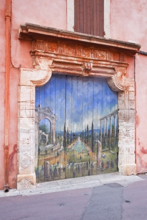 roussillon: A painted door in Roussillon, Provence