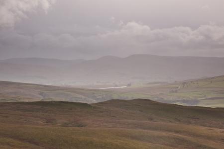 yorkshire dales: Lluvia desciende sobre los valles de Yorkshire Foto de archivo