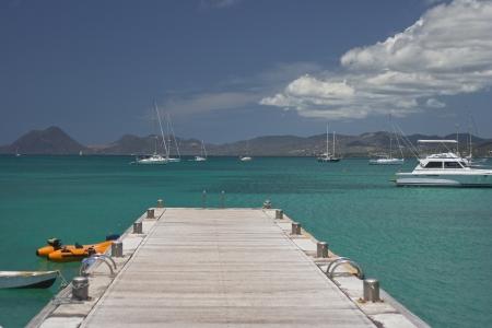 De mooie heldere blauwe zeeën van de Caraïben in Martinique Stockfoto