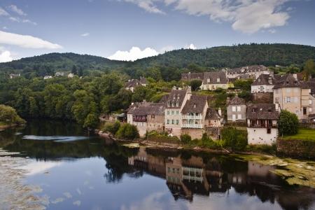 Het dorp Argentat in Frankrijk.