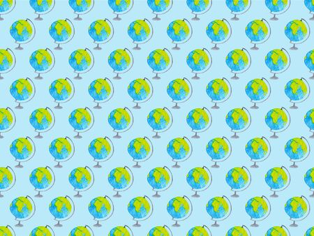 Geography watercolor seamless pattern with globes on blue background. Pattern for wrapping paper, fabric and textile on blue background. Hand drawn illustration Stockfoto