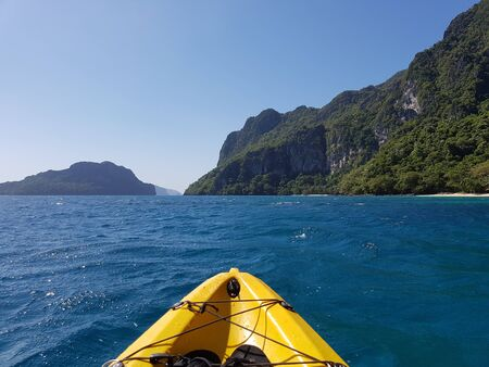 First person view of kayaking in tropical waters between islands in El Nido, The Philippines Imagens