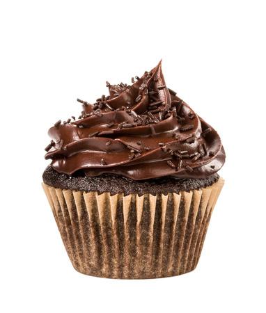 Schokoladen-Kuchen mit Streuseln, isoliert auf weiss. Standard-Bild - 40698729