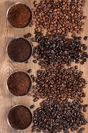 Granos de café y café molido Foto de archivo - 57170082