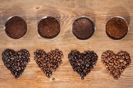 frijoles: Granos de café y café molido Foto de archivo