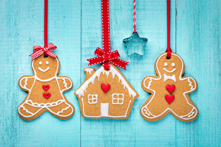Happy Gingerbread people with house over a blue background. Foto de archivo