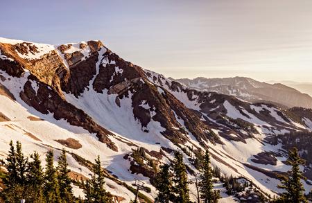 Dämmerung herein in den Bergen am Snowbird-Ski-und Sommer-Erholungsort, kleiner Pappel-Schlucht, Utah. Standard-Bild