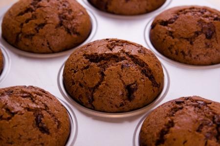 Frisch gebackene Schoko-Muffins Nahaufnahme schießen Standard-Bild - 18939190