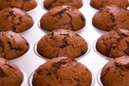 Frisch gebackene Schoko-Muffins Nahaufnahme schießen Standard-Bild - 18939192