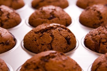 Frisch gebackene Schoko-Muffins Nahaufnahme schießen Standard-Bild - 18939191