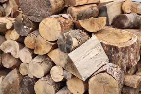 Sawing wood and preparing firewood for winter. Stacked pieces of wood on top of each other. Standard-Bild