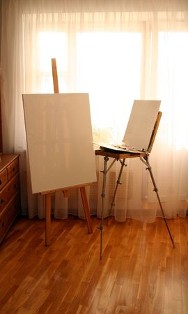 Two Easels with canvas in interior Imagens