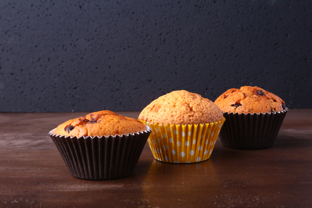 Tasty chocolate cupcakes, muffins on a white wooden table Foto de archivo