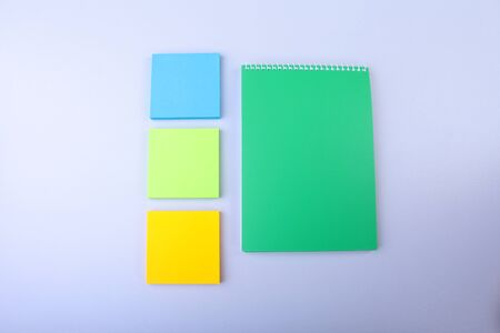 White notepad with colorful sticky reminder notes 版權商用圖片