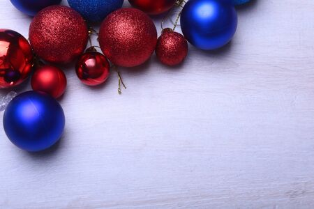 Red and blue christmas balls on a wooden background 版權商用圖片
