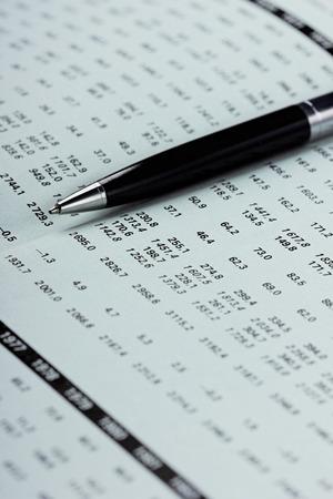 contabilidad financiera cuentas: Mostrando de negocios y el balance financiero (atenci�n selectiva) Foto de archivo