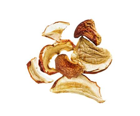 legumbres secas: hongos secos aislados sobre fondo blanco Foto de archivo