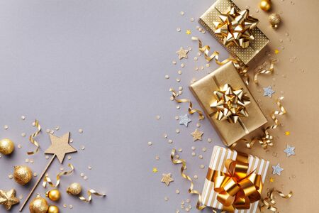 Golden gift or present boxes with golden bows and confetti top view. Christmas background. Flat lay. Imagens - 131492900
