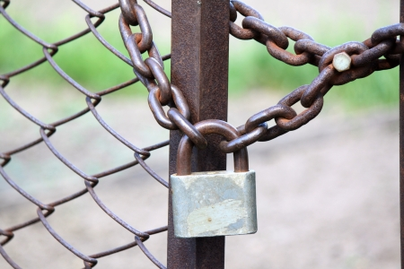 Lock on a chain link security fence  Standard-Bild