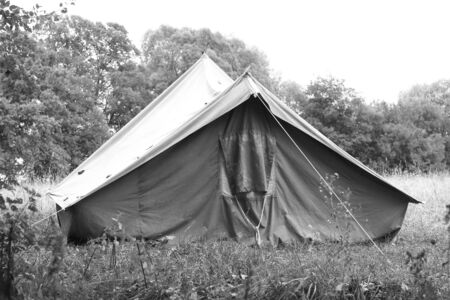 Old canvas tent in tourist camp in summer Stockfoto