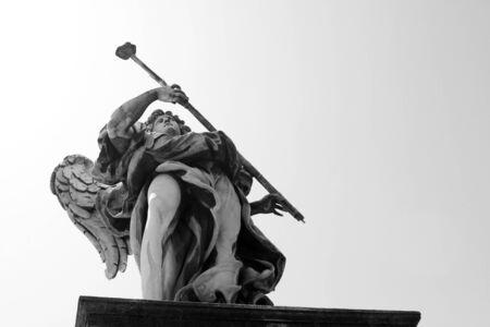 Bernini's sculpture along Sant'Angelo bridge before Castel S.Angelo in Rome, Italy. 版權商用圖片
