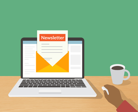 correo electronico: Ilustración plana de la lectura del hombre boletín diario en su computadora portátil en casa Vectores