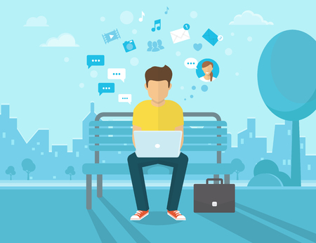 Joven sentado en la calle y el trabajo con ordenador portátil. Ilustración moderna plana de las redes sociales y mensajes de texto a amigos