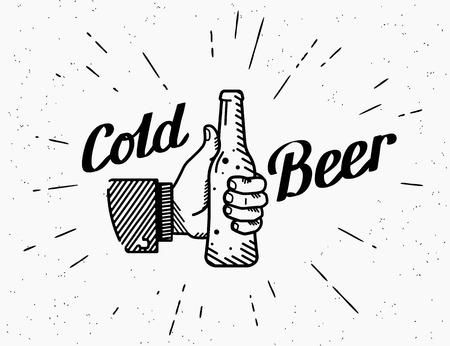 Los pulgares suben icono de símbolo con la botella de cerveza fría. ejemplo pasado de moda retro de la mano del hombre sostiene la botella de cerveza con el texto escrito a mano las letras en el grunge textura de fondo