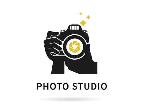 Photographe mains avec l'icône de l'appareil photo ou d'un modèle. illustration plat de la caméra de l'objectif de prise de vue macro avec flash et texte photo idéal