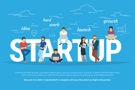 スタートアップ事業を立ち上げて、チームとして働くビジネスマンのコンセプト フラットのイラスト。若い男性は考え、頑張ってプログラマー、マネージャー、他はノート パソコンを使用して、プロジェクトを促進します。