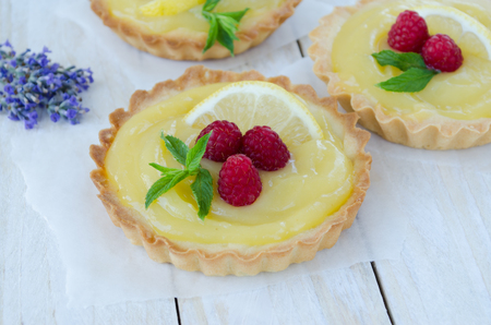 Lemon curd tartlet