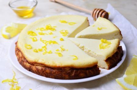 Lemon and Honey Cheesecake 스톡 콘텐츠