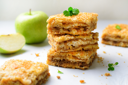Apple Pie Bars with Sugar Crust, Crumble Cake, Homemade Apple Dessert on Bright Background Imagens