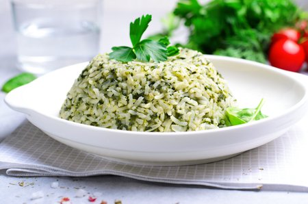 Spinach Rice on a Plate over Bright Background, Green Rice, Healthy Vegetarian Food Imagens