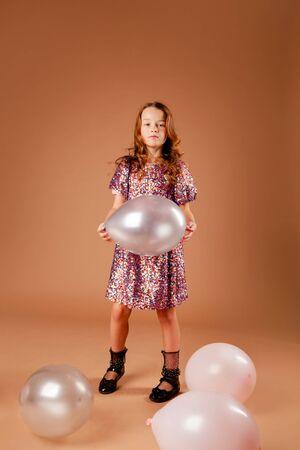 beautiful girl holding a balloon Zdjęcie Seryjne