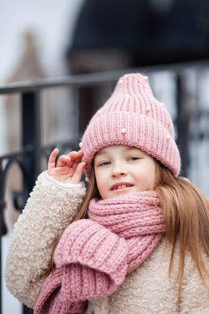 pretty Girl wearing a winter hat and scarf Zdjęcie Seryjne
