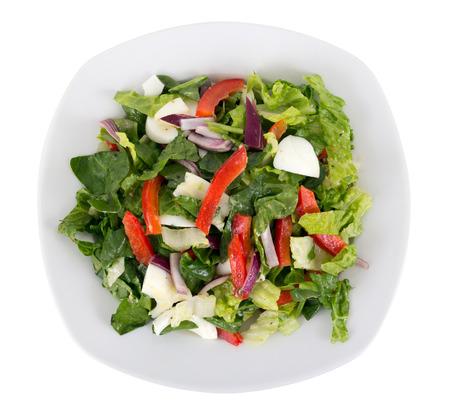 plato de ensalada: huevo y verduras ensalada de placa sobre fondo blanco Foto de archivo