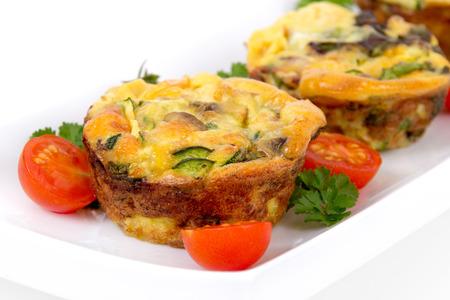 magdalenas: huevo cena taza del mollete quiche y estilo tortilla con champi�ones y pimiento