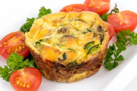 spinach: quiche de huevo de la cena taza del mollete y el estilo tortilla con las espinacas setas y pimienta
