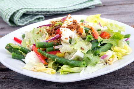 green bean: egg and green bean healthy salad with red onion and bacon