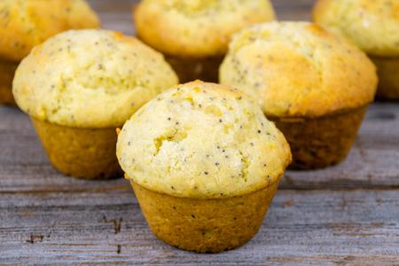 homemade lemon poppy seed muffins closeup Zdjęcie Seryjne